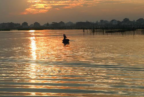 莲泗荡风景区:渔舟唱晚