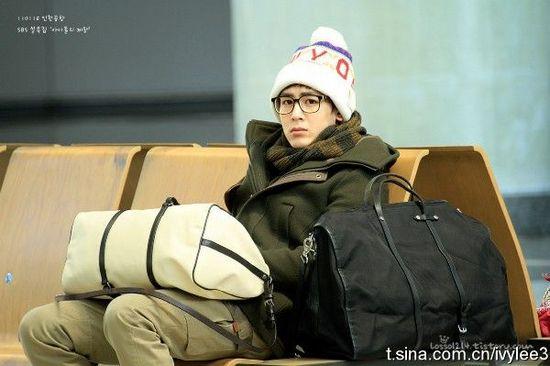 李敏镐机场素颜戴帽子图片