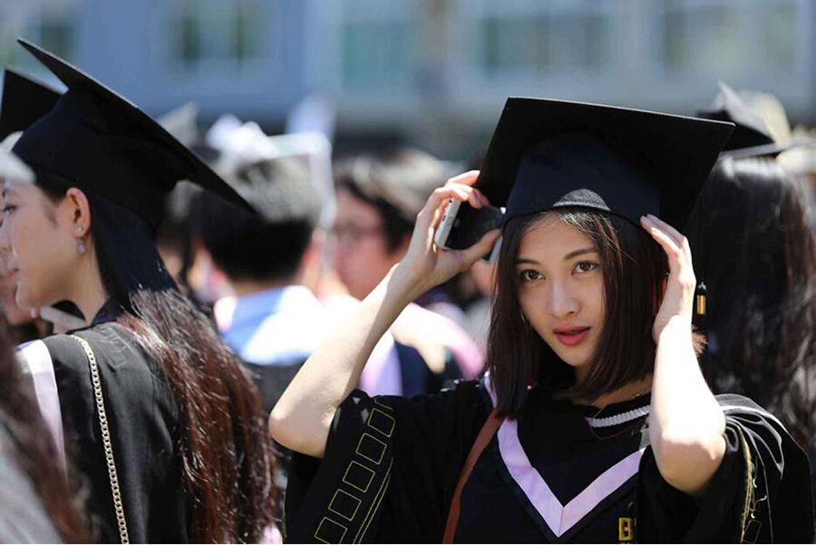 美女学生素颜难掩清新(图)