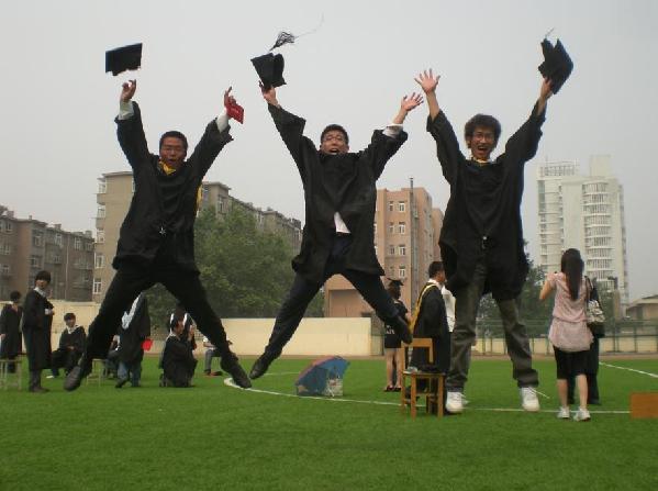 毕业季大学生创意无穷 看看那些雷人毕业照