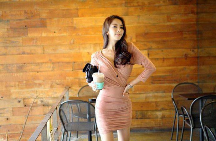 韩28岁自拍网络美女照高中抄报学生称教师太普走红v自拍通话手老师图片
