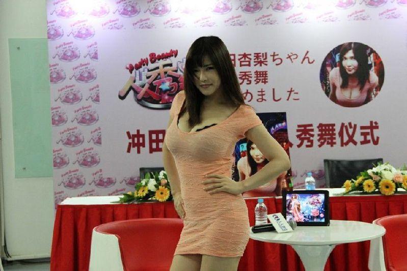 日本L罩杯女优杭州捞金晒浴室全裸照
