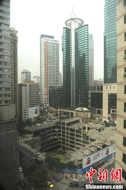 重庆高楼地基下现8层楼房 似 3D立体艺术 高清组图图片