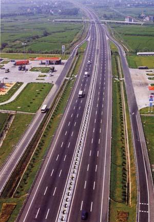 杭甬高速_全长103公里的沪杭甬高速公路浙江段于1998年12月29日竣工通车.
