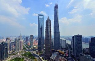 """""""上海中心""""登頂632米""""申城之巔"""""""