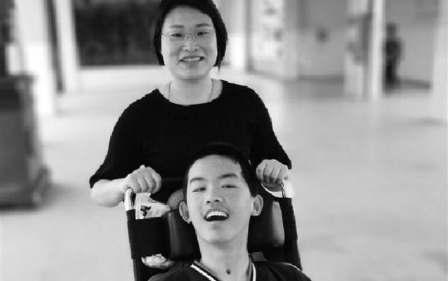 学生突发脑溢血她筹款30万元 衢州童老师讲故事唤醒孩子
