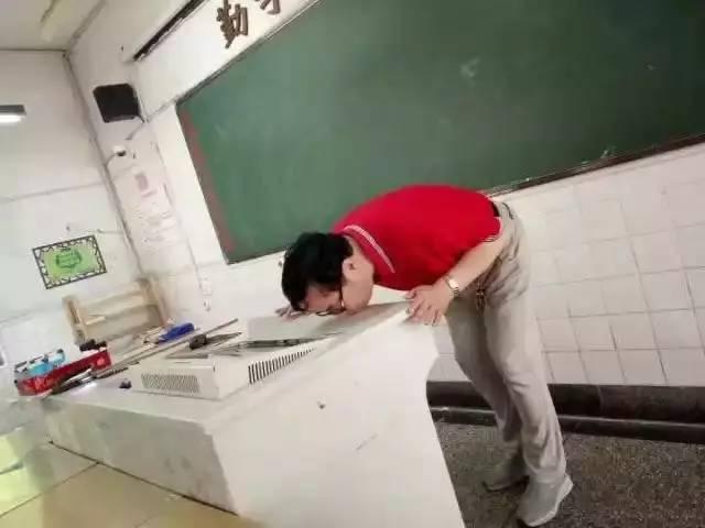 杭州特级教师吻别照火了!有爱就要大声说⋯⋯