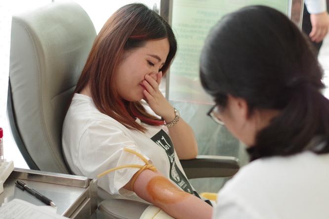 40℃高温 他们坐高铁赶回杭州献血