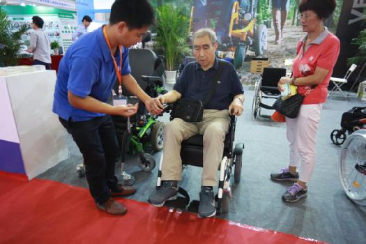 宁波健博会:智慧健康养老产品受老年群体追捧
