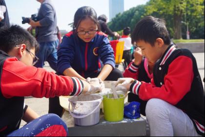 宁波:中外师生体验传统陶艺,助力传统文化传承