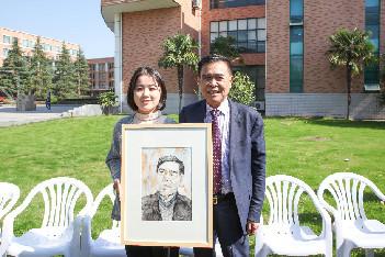 他从小辍学、自学成才 而今给浙师大捐赠500万