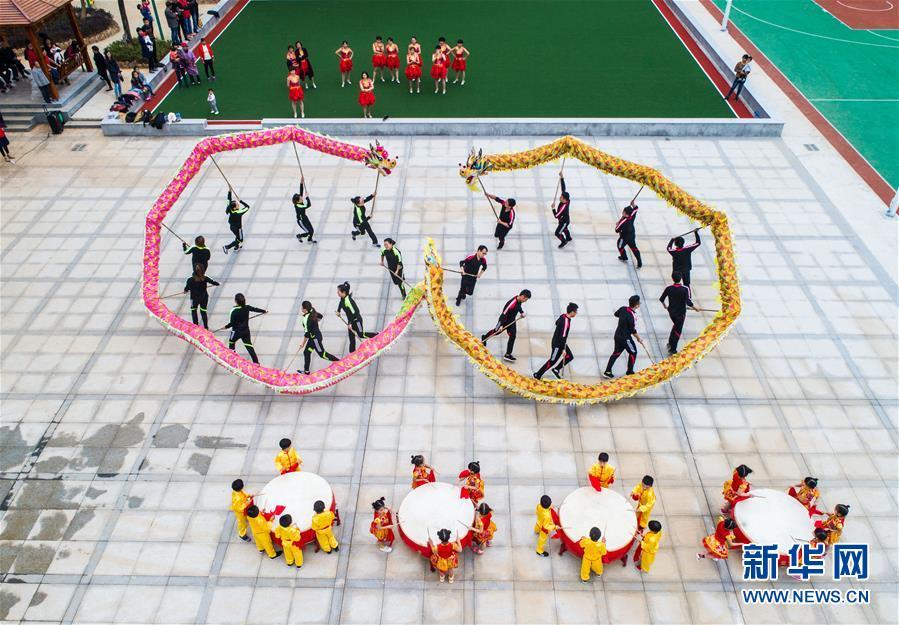 """浙江长兴:村民大舞台 """"双龙共舞""""迎""""立冬"""""""