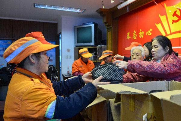 杭州棉鞋奶奶免费送两千双手工鞋暖人心