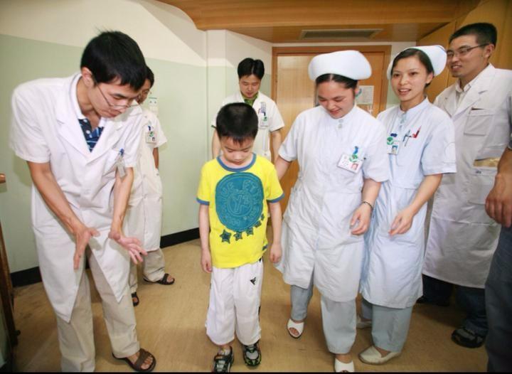 一家医院和一个男孩十年之约 让回忆再也不痛苦