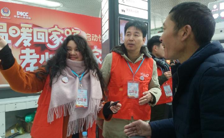 """浙江杭州:志愿服务让回家之路变""""暖"""""""