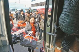 市总工会携手工行 助外来务工人员平安返乡