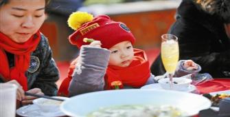 过年了别让孩子吃出病 专家提醒:春节饮食把好关