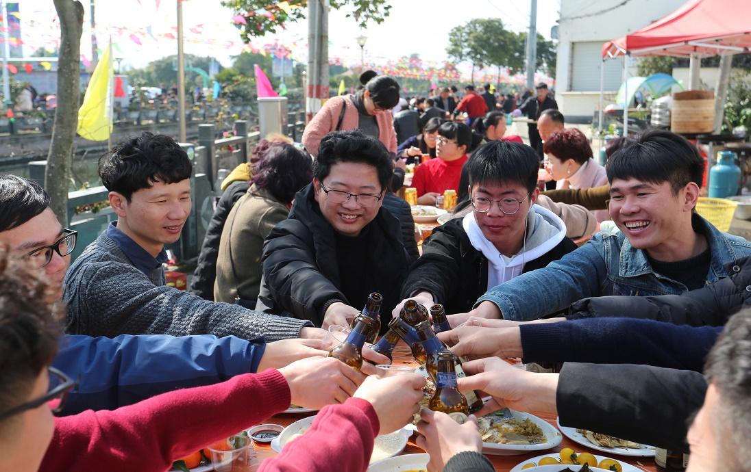 浙江平阳:办百家宴迎新春 喝分岁酒享年味