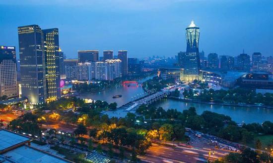杭州楼市悄然变化 有购房者弃买二手房等摇号