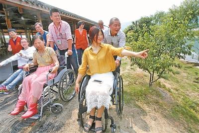 轮椅上的风景