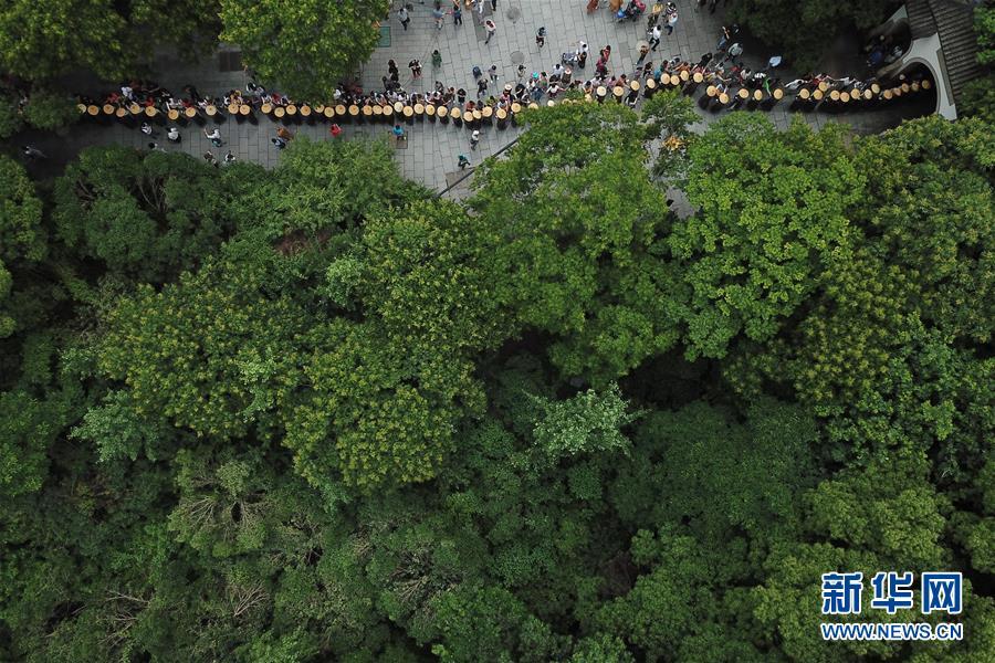 杭州:千名僧人 托钵行脚