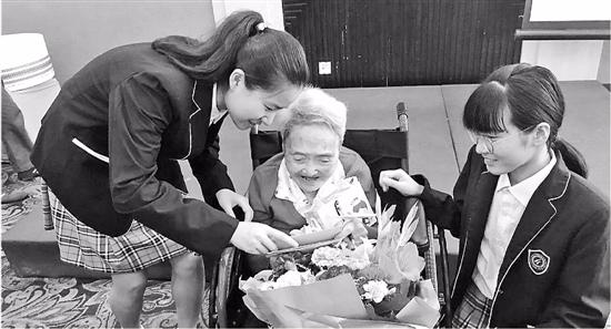100岁生日时 她再次向寒门学子伸出援手