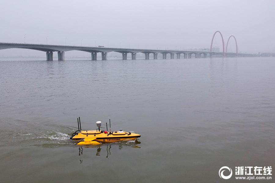 """""""无人测量船""""助力杭州过江隧道施工"""