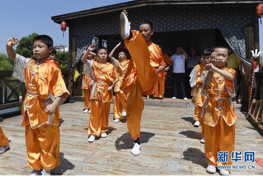 浙江湖州:鄉村裏的多彩暑期生活