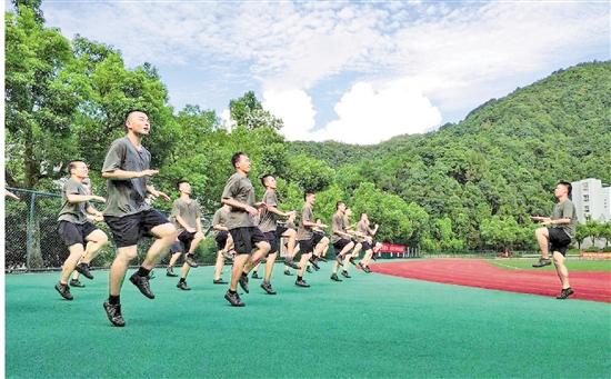 浙江大学生入伍比例连续5年居各省区第一 三名大学生的参军梦