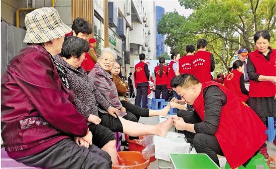 """嵊州打造志愿服务新模式——远亲不如""""邻舍+"""""""