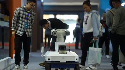 杭州:機器人各顯神通