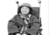 """坐在轮椅上的她 用声音让盲人""""看""""电影"""