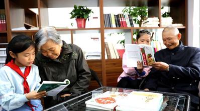 浙江长兴:我为老人读本书