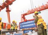 杭海城际铁路正式铺轨