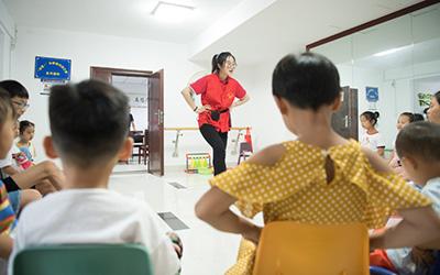 """""""邻舍+""""志愿服务:帮助他人 提升自我"""