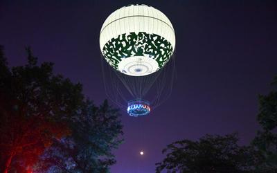 拉风!杭州市民乘坐氦气球空中赏月