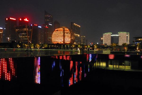 """【經濟】工廠上""""雲""""、反向(xiang)定制(zhi)、商品出海 數字zhi) 襯苤zhi)造業展(zhan)現新(xin)氣象(xiang)"""