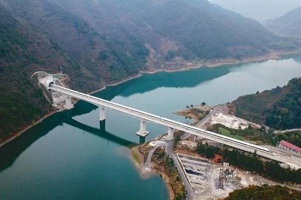 【交通】杭黃高鐵開通運營一(yi)周年輸送旅客超1126萬人次(ci)