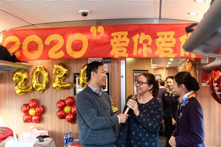 高鐵上(shang)的新年(nian)祝福
