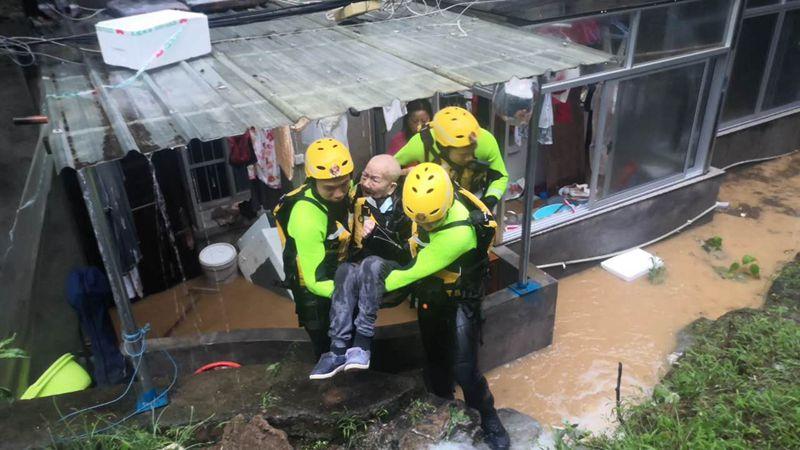 強降雨致浙江衢州部分地方被淹 救援工作有序開展