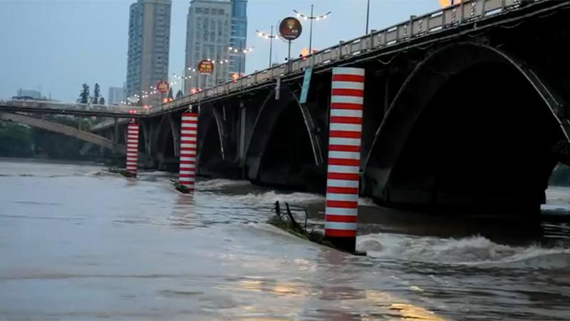 浙江兰溪:兰江今年首次超警戒水位 洪峰平稳过境