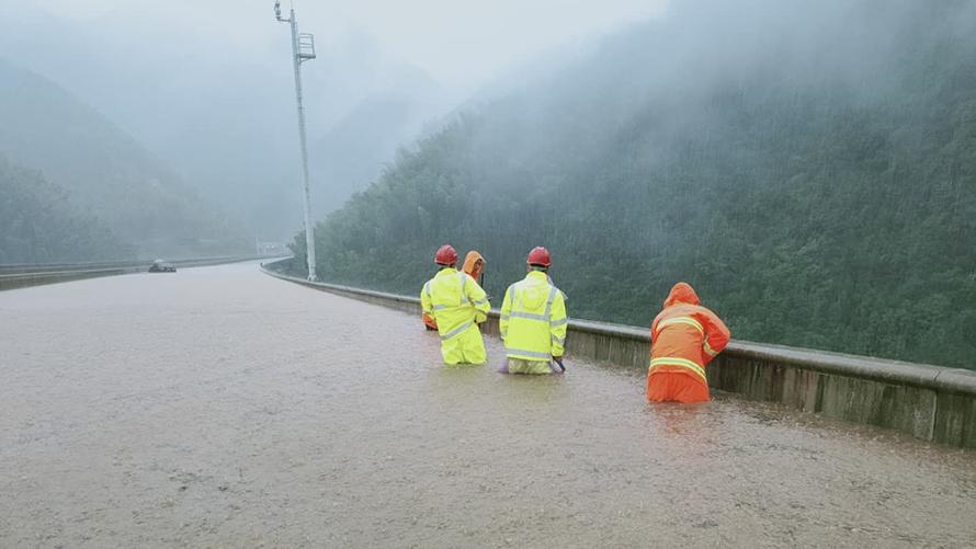 浙江衢州全力应对强降水灾害天气