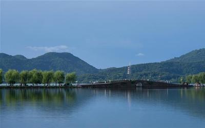 """杭州西湖呈現""""雨過天青""""夏日美景"""