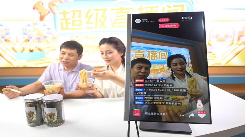浙江衢州:農民變主播 手機變農具
