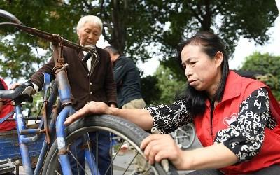 浙江湖州:聾啞夫婦的愛心修車行