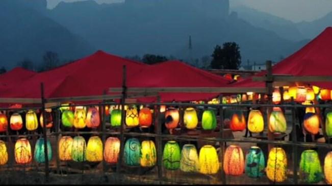 火树银花不夜天 温州永嘉楠溪江畔3000余盏彩灯点亮绝美夜色