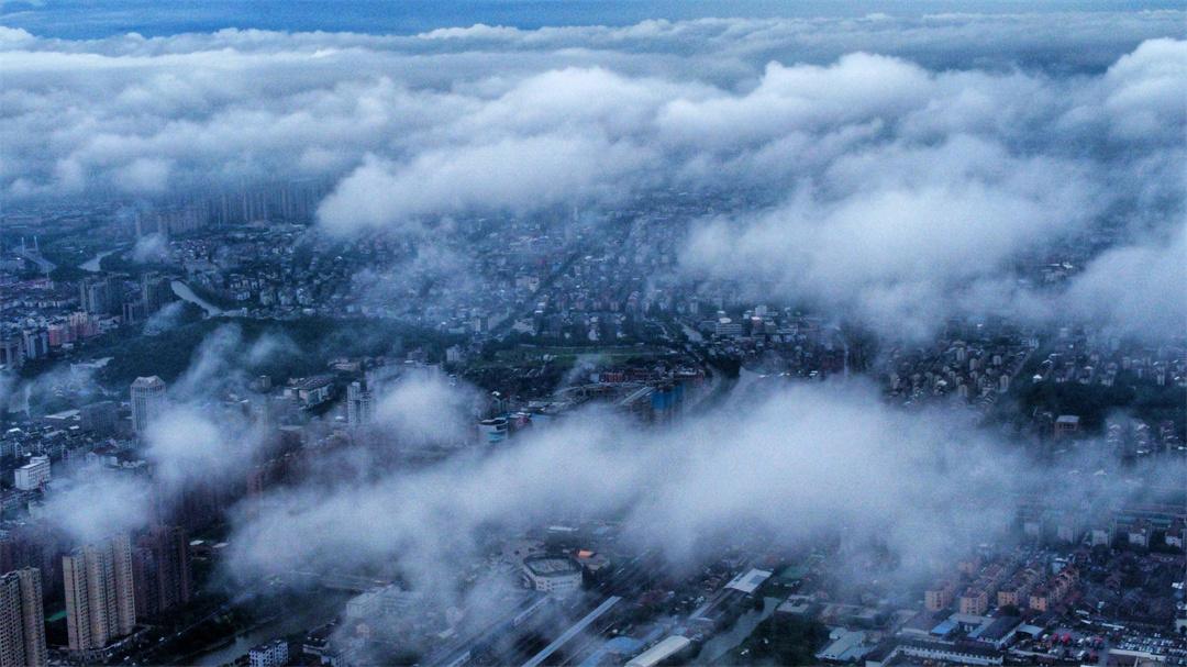 寧波余姚:雨隙雲海別樣美