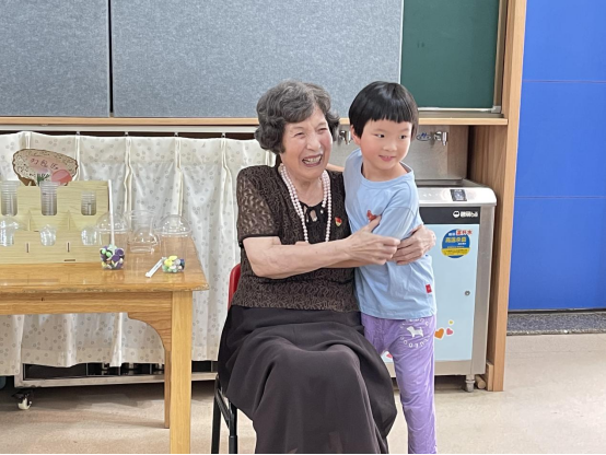 """退休幼儿园教师程凤兮:给幼教的""""礼物""""小小的 心意却满满的"""